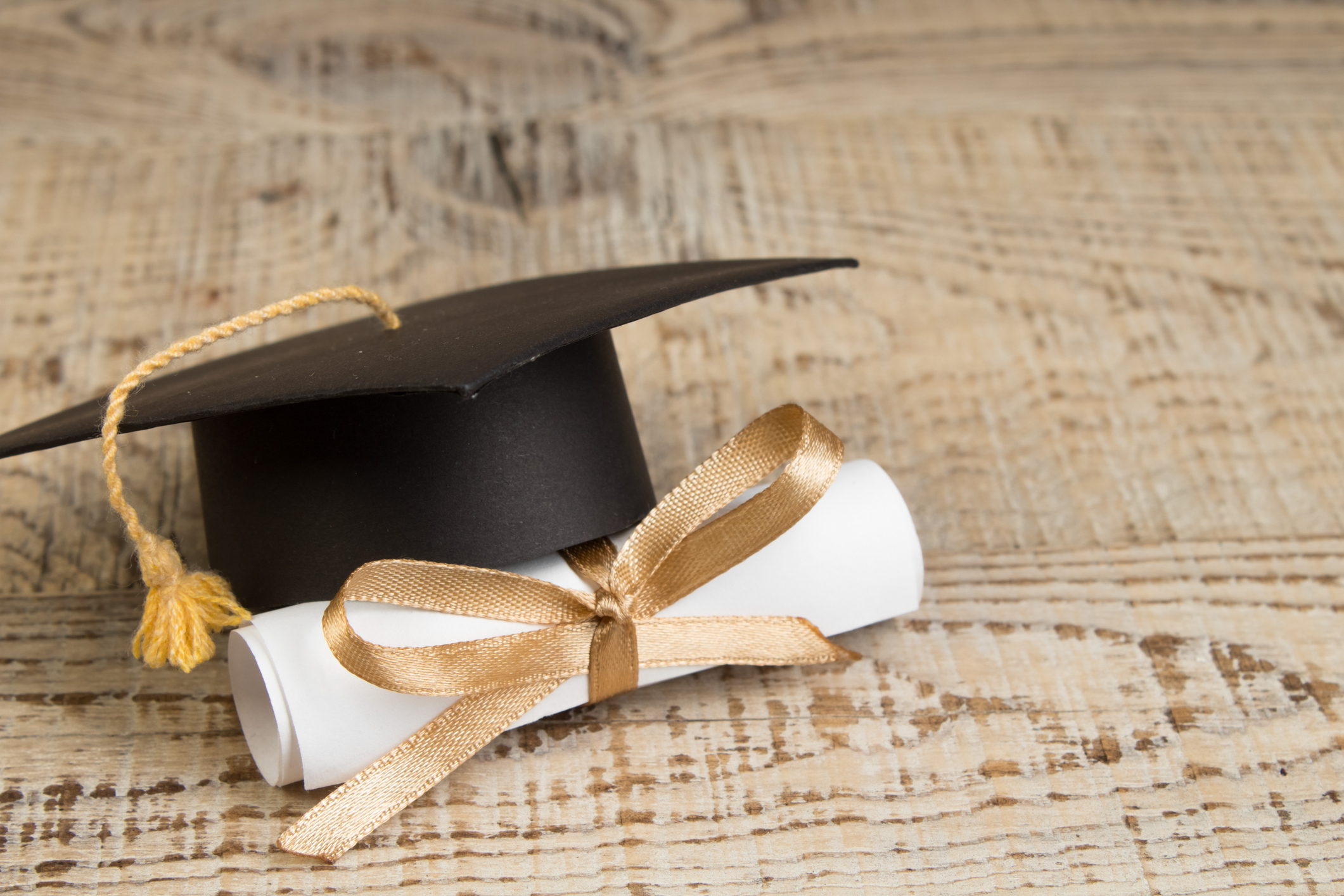 Graduation Gifts for Seniors That are Actually Meaningful  (and Don't Break the Bank!)