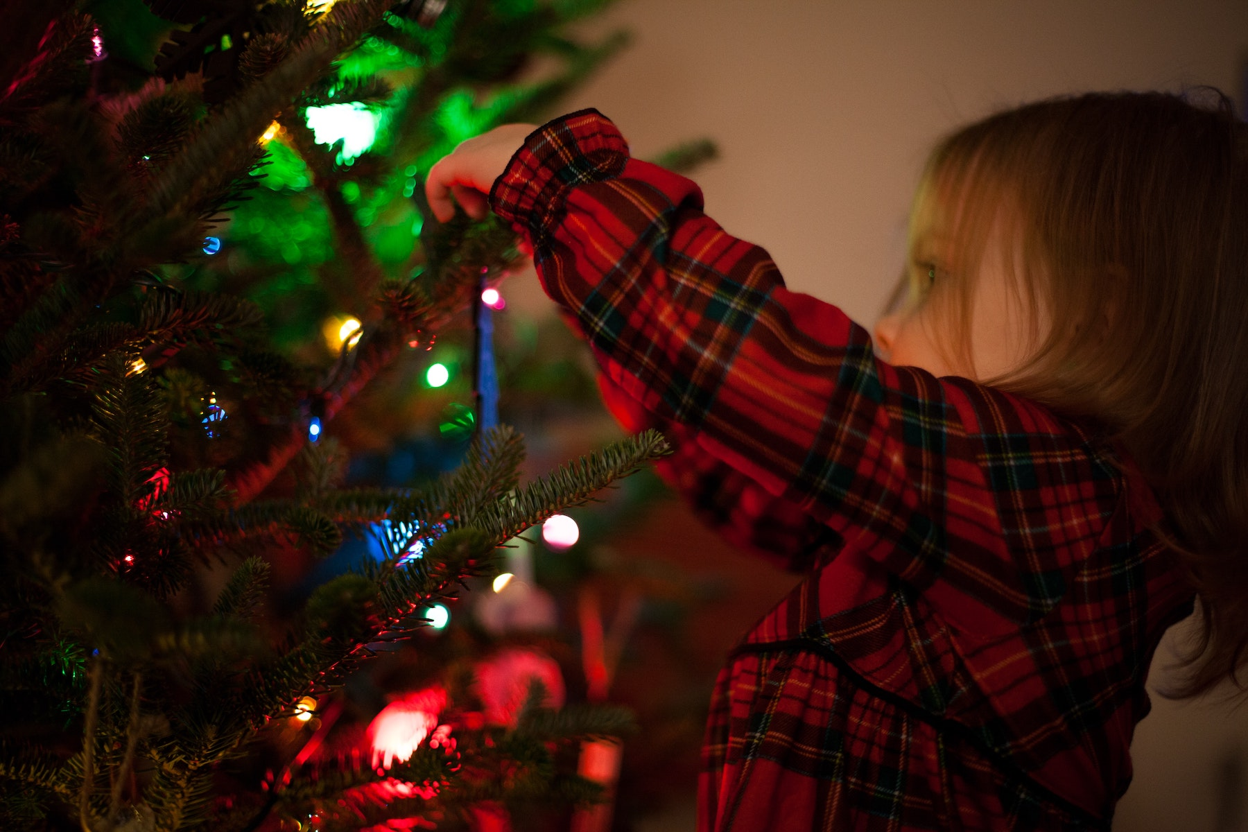 5 Ways to Prepare Your Kids for Fewer Gifts This Christmas | Parent Cue Blog